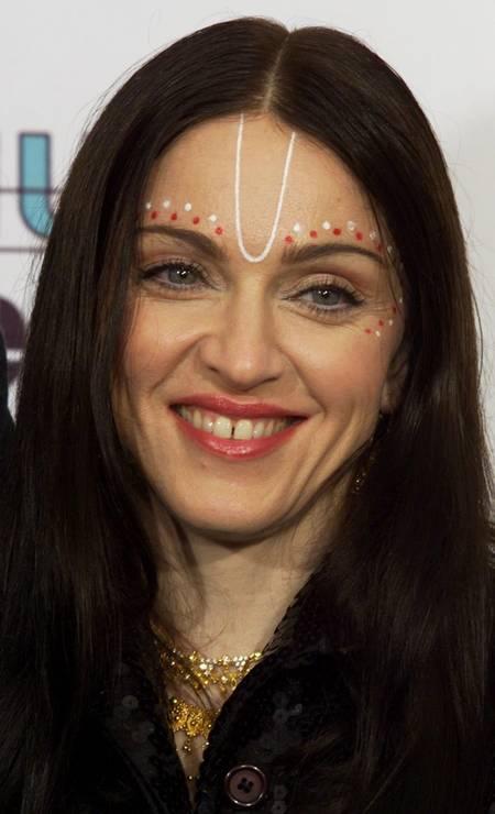 """Ao lançar o seu álbum """"Ray of light"""", em 1998, a rainha do pop surpreendeu o mundo com um visual místico e new age. Era a fase pós-maternidade. Dois anos antes, ela tinha dado à luz sua primeira filha, Lourdes Maria Foto: Fred Prouser / REUTERS"""