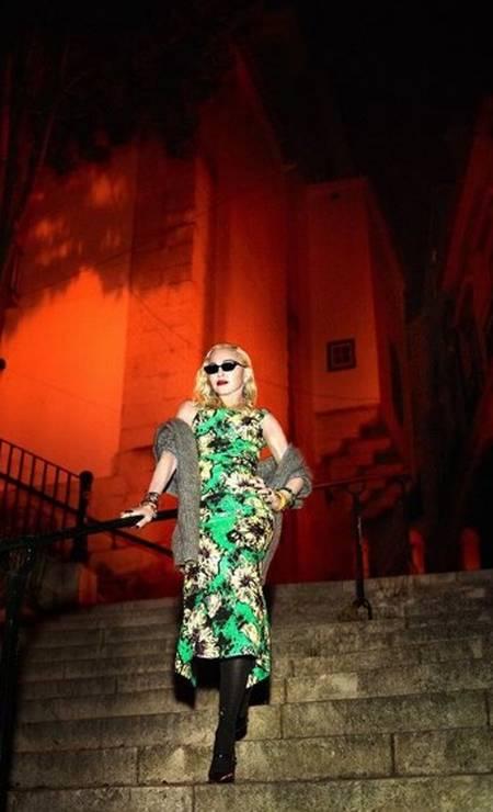 Recentemente, Madonna arrumou as malas e se mudou com a família para Portugal. Desde então, tem desfilado seus looks pelas ruas do país e compartilha tudo nas redes sociais. Os rumores de que um novo álbum musical estar por vir já começaram. O que esperar? Não sabemos ao certo. Madonna continua imprevisível Foto: Reprodução/Instagram