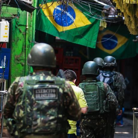 Operação conjunta do Exercito com a Policia Civil na Rocinha, em 26 de julho de 2018 Foto: Marcelo Régua / Agência O Globo