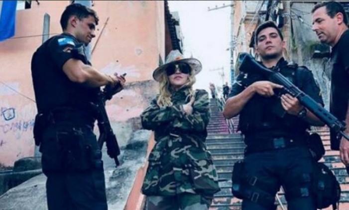 Madonna visita o Espaço Cultural Casa Amarela, no Morro da Providência Foto: Reprodução