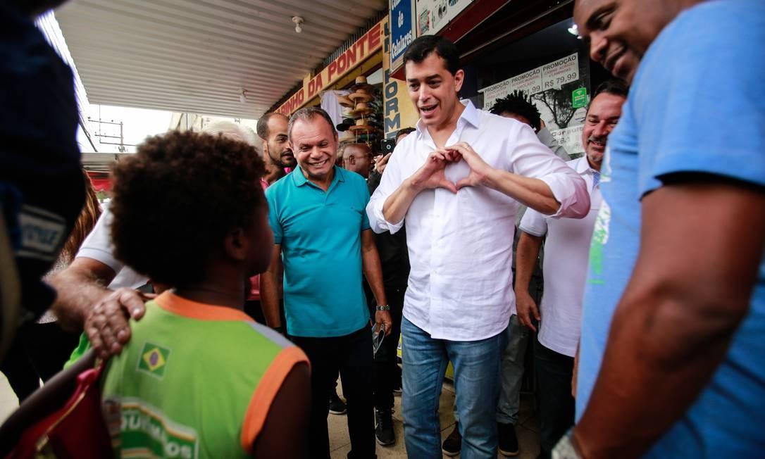 O candidato Índio da Costa (PSD) foi para o município de Queimados dar o pontapé inicial de sua campanha Foto: Brenno Carvalho / Agência O Globo