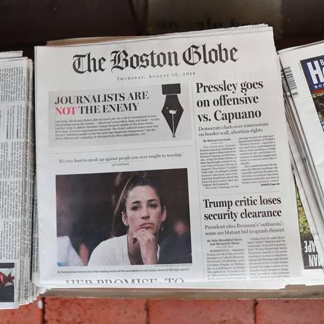 Capa do 'Boston Globe' de 16 de agosto, com editorial 'Jornalistas não são o inimigo' Foto: Tim Bradbury / AFP