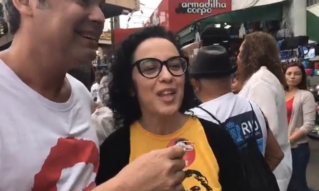 Marcia Tiburi, do PT, iniciou sua campanha no bairro de Madureira, Zona Norte do Rio, acompanha de outros candidatos de seu partido Foto: Reprodução / Facebook