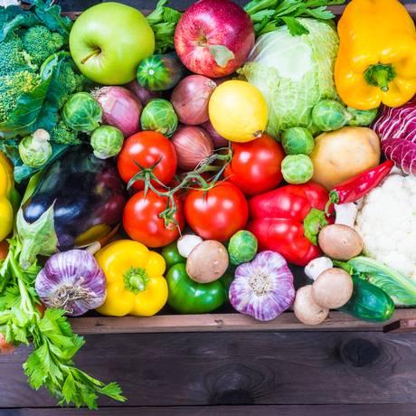 Carboidratos vindos de frutas, verduras e leguminosas são os mais recomendados Foto: Divulgação