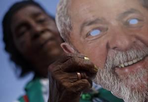 Manifestantes pró-Lula no entorno do TSE Foto: Daniel Marenco / Agência O Globo