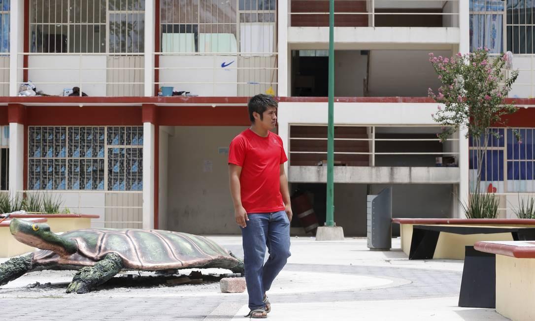 Ernestro Guerrero sobreviveu ao ataque dos policiais em 2014. Ele estava em um dos ônibus, mas conseguiu escapar Foto: Domingos Peixoto / Agência O Globo