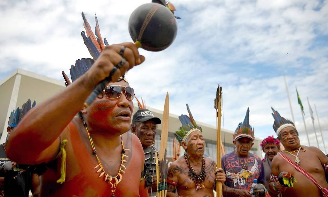 Foto de arquivo mostra membros das etnias Kanela, Gavião e Guajajara protestando contra invasões aos seus territórios Foto: Agência O Globo