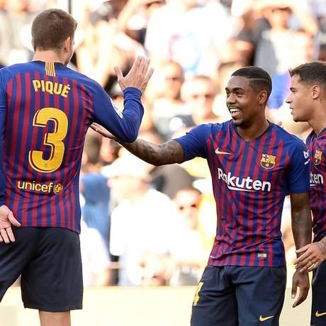 O brasileiro Malcom, ao centro, foi uma das contratações do Barcelona Foto: JOSEP LAGO / AFP