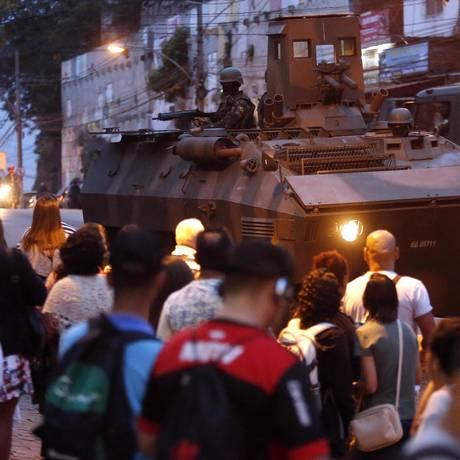 Forças Armadas fazem operação no Complexo do Alemão Foto: MARCOS DE PAULA / Agência O Globo