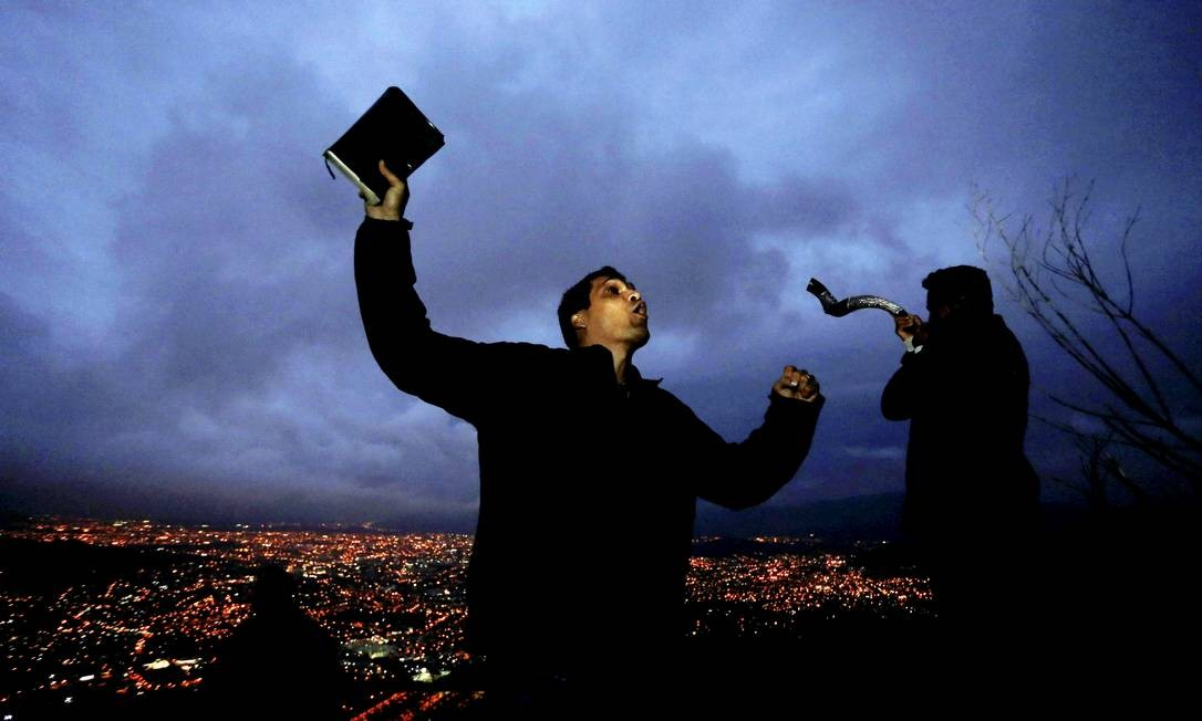 Ele escolheu se preparar para o debate desta sexta-feira entre os presidenciáveis com orações Domingos Peixoto / Agência O Globo
