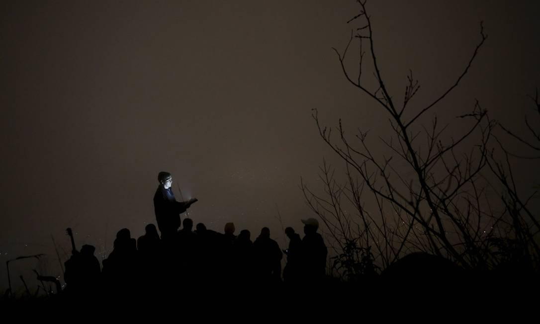 Daciolo, porém, concedeu a entrevista no Monte das Oliveiras, mais uma hora de caminhada. No caminho, foi contando sobre como se tornou evangélico Foto: Domingos Peixoto / Agência O Globo