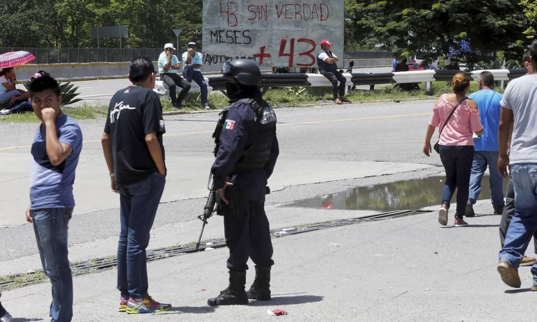 Carretera 95, em uma das saídas da cidade de Chilpancingo, palco de confrontos e mortes Foto: Domingos Peixoto / Agência O Globo