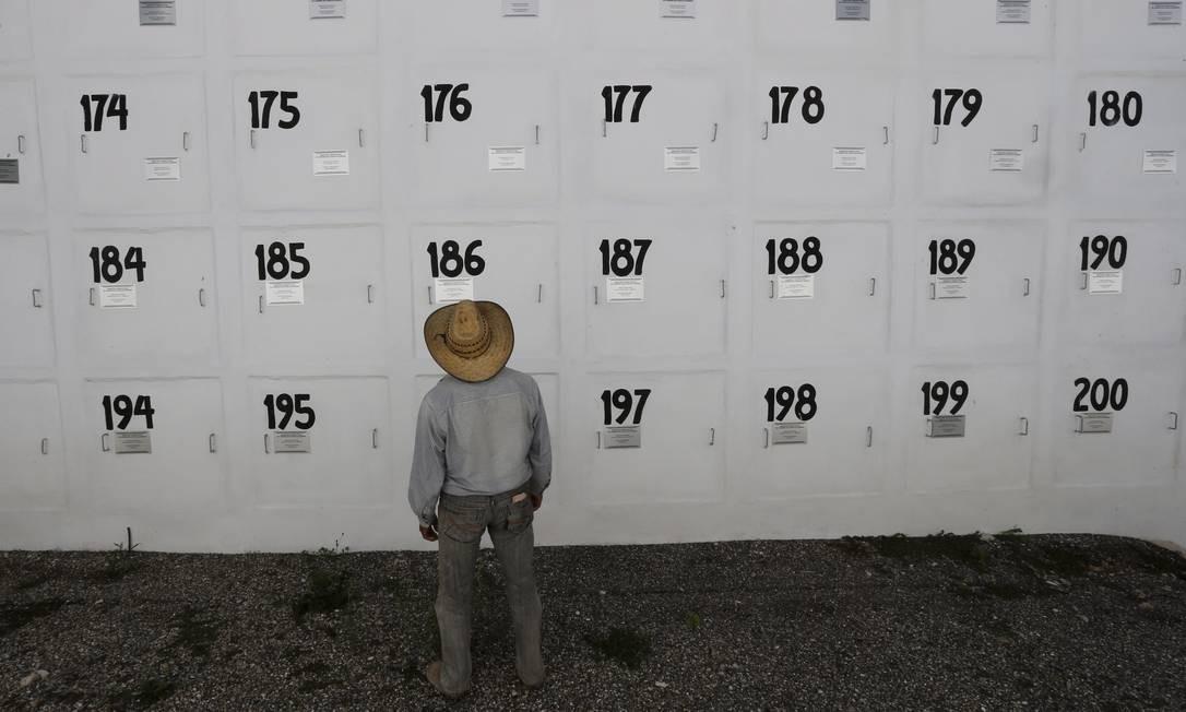 Cemitério para enterro de corpos não identificados em Chilpancingo Foto: Domingos Peixoto / Agência O Globo