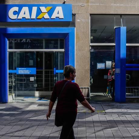 Caixa é responsável pelo pagamento do Pis Foto: Edilson Dantas / Agência O Globo