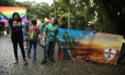 Protesto na porta da EAV, no parque Lage, na abertura da mostra 'Queermuseu' Foto: Bárbara Lopes / Agência O Globo
