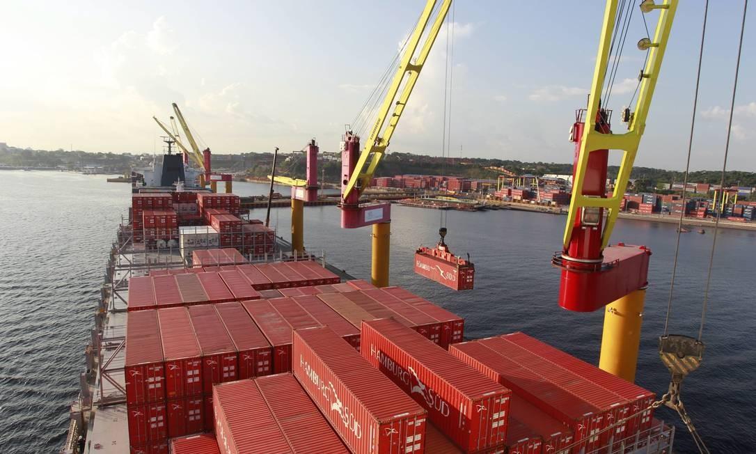 Navio no porto de Manaus: procura por cabotagem cresce no país Foto: Domingos Peixoto/3-9-2014