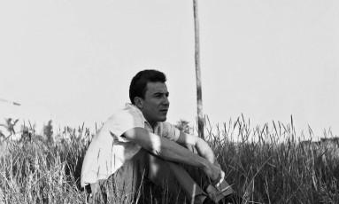 João Gilberto em Ipanema, na década de 1950. Foto: Francisco Pereira / Divulgação