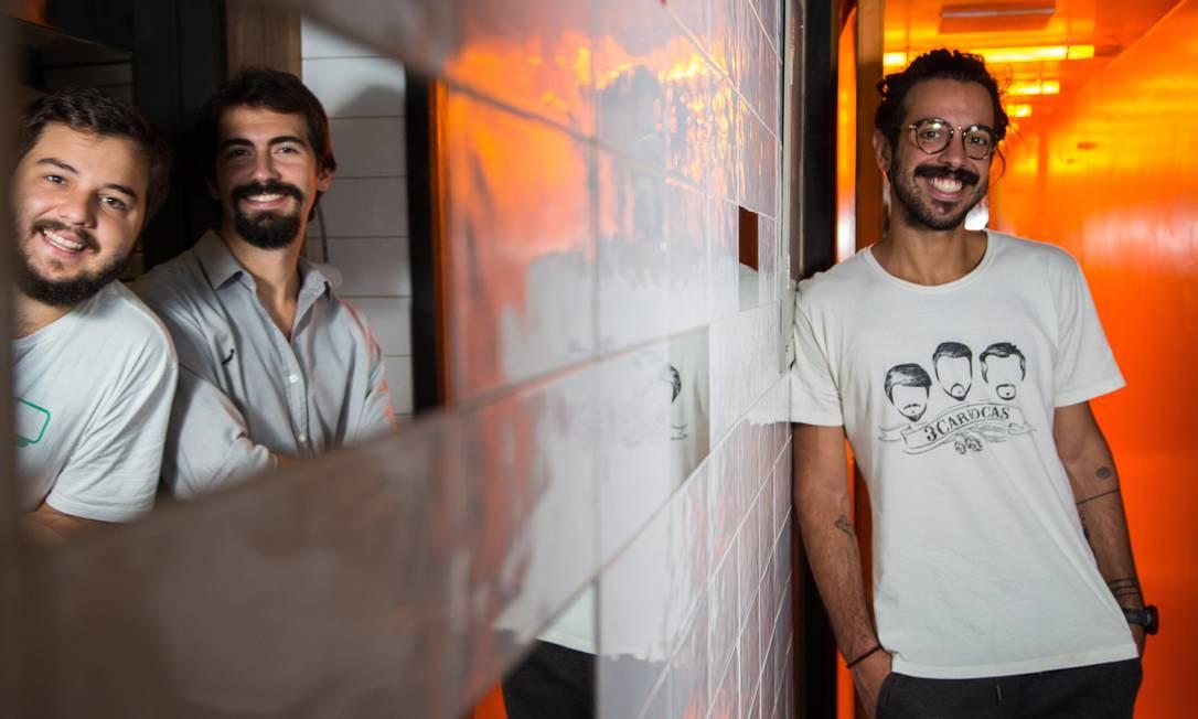 Eduardo, João Gabriel e João Filipe, da Cervejaria 3Cariocas: empresa levantou R$ 2 milhões por meio plataforma EqSeed Foto: / Emily Almeida