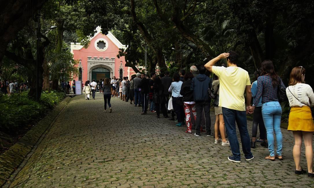 Fila para a exposição 'Queermuseu': tempo de espera era, em média, de 1h30 Foto: Bárbara Lopes/ Agência O Globo