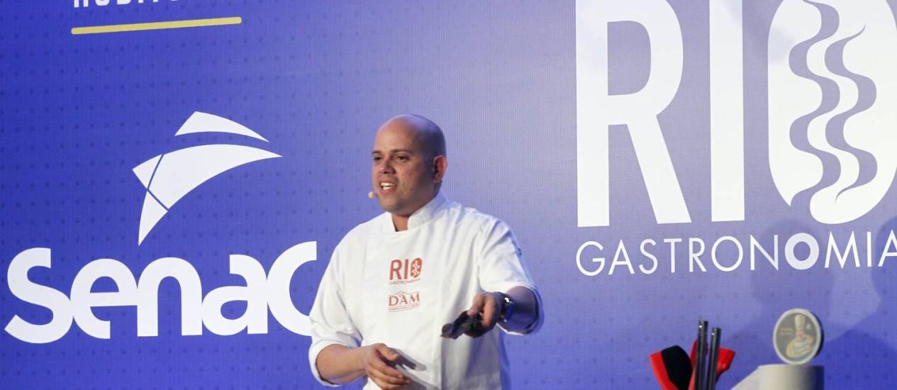 Chef do restaurante Origem mostra Bahia além do dendê Foto: Nelson Perez/Luminapress / O GLOBO