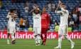Marcelo e Sergio Ramos aplaudem torcedores na vitória do Real Madrid sobre o Getafe Foto: SERGIO PEREZ / REUTERS