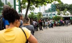 Fila de emprego em Jacarepaguá, Zona Oeste do Rio de Janeiro Foto: Barbara Lopes / Agência O Globo