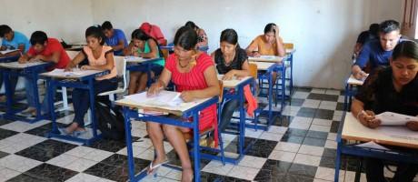 Candidatos indígenas prestam vestibular. Os estudantes disputaram uma das 50 vagas para o curso de licenciatura em educação básica intercultural da Universidade Federal de Rondônia Foto: Maíra Bittencourt