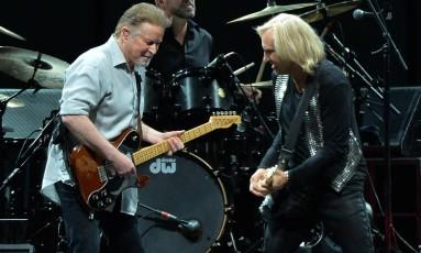 Don Henley (esq.) e Joe Walsh durante performance dos Eagles em Nashville, em 2013 Foto: RICK DIAMOND / AFP