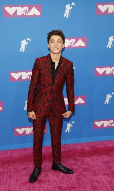 O ator Asher Angel foi ao VMA 2018 com o terno da Dior Men by Kris Van Assche (inverno/2018) ANDREW KELLY / REUTERS