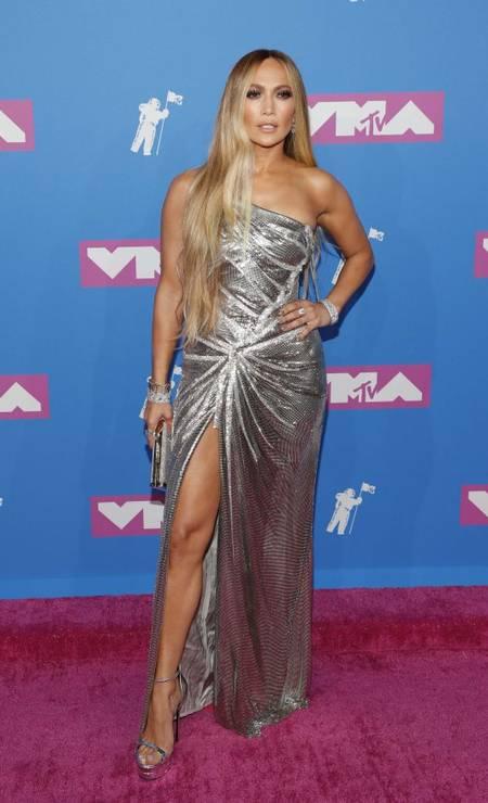 Jennifer Lopez toda prateada Foto: ANDREW KELLY / REUTERS