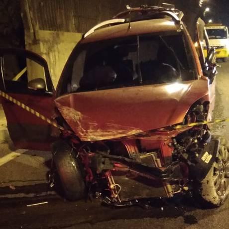 Carro ficou destruído após o acidente na Linha Amarela Foto: Letícia Gasparini