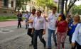 Índio da Costa faz campanha no Centro do Rio. Ele concorre ao cargo de governador