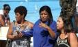 Dulcinéia Lemos, mãe de Fabiano, passou mal durante o enterro do filho único Foto: Pedro Teixeira / Agência O Globo