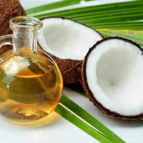O óleo de coco é considerado tão prejudicial para o corpo quanto a manteiga, de acordo com muitos especialistas em nutrição e em doenças coronárias Foto: G-Stock Studio/Shutterstock.com