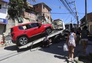Carros abandonados na comunidade da Chacrinha, reduto de milicianos Foto: Agência O Globo / fotos de Fabiano Rocha/26-3-2018