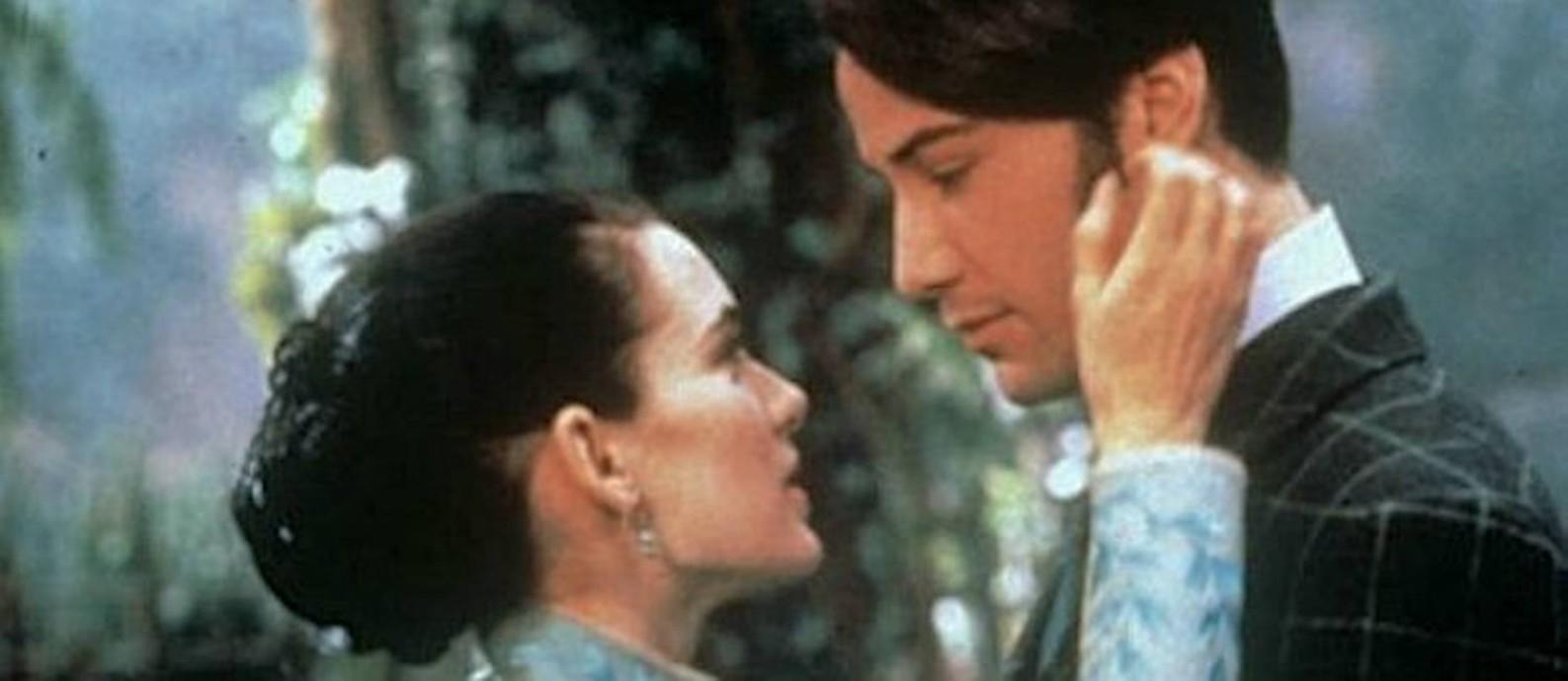 """Winona Ryder e Keanu Reeves em cena de """"Drácula"""", de 1992 Foto: Reprodução / Internet"""