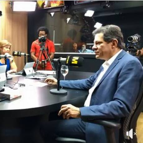 Fernando Haddad (PT) concede entrevista à rádio em Salvador Foto: Reprodução