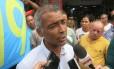 Romário concede entrevista antes de caminhada pela Taquara, Zona Oeste do Rio