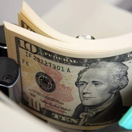 Pelo terceiro dia consecutivo, dólar opera acima dos R$ 4 Foto: Haruyoshi Yamaguchi / Bloomberg News
