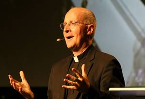 O padre jesuíta James Martin palestrou no Encontro Mundial das Famílias, em Dublin Foto: PAUL FAITH / AFP