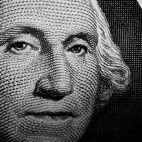 Retrato de George Washington na nota de US$ 1. Além das pesquisas, o cenário internacional contribui para a valorização da moeda americana Foto: David M. Elmore / Agência O Globo
