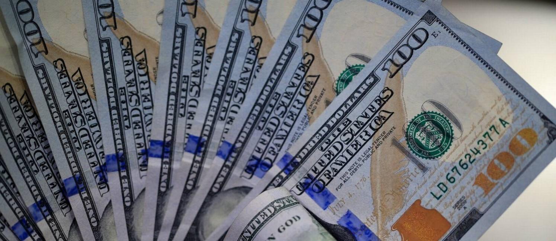 Com cenário eleitoral e tensão entre China e EUA, dólar comercial rompeu a barreira dos R$ 4,10 Foto: Roberto Moreyra / Agência O Globo