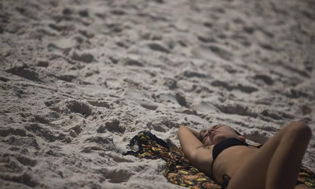 Segundo o Alerta Rio, os termômetros ficam entre 18 e 30 graus no sábado e pode chover forte a partir da tarde Foto: Márcia Foletto / Agência O Globo