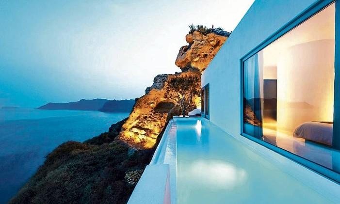 Suíte com piscina privativa do hotel Andronis, em Santorini, Grécia Foto: Divulgação