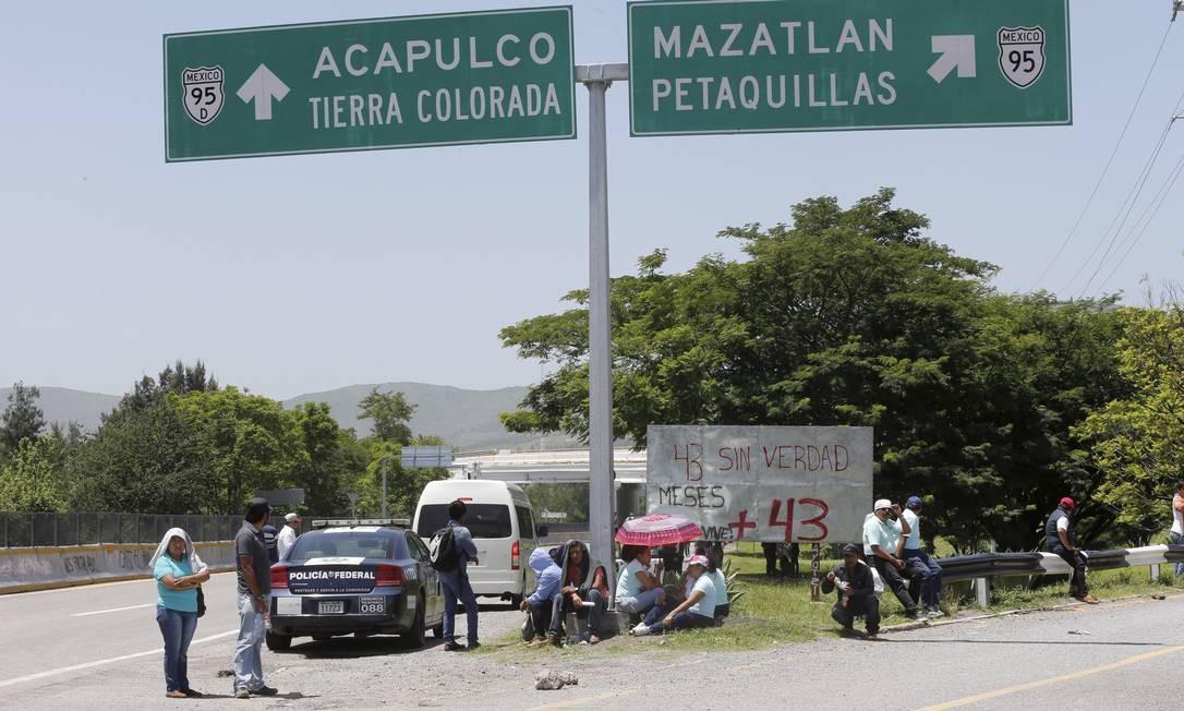 Carretera 95, em uma das saídas da cidade de Chilpancingo, é uma estrada conhecida que leva a Acapulco Foto: Domingos Peixoto / Agência O Globo