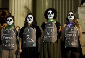 Ato pela legalização do aborto no início de agosto, no Rio de Janeiro Foto: Domingos Peixoto / Agência O Globo