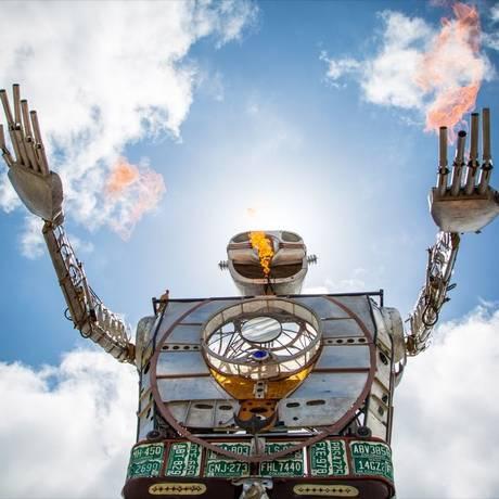 'Robot resurrection', escultura de 8 metros, construída com sucata, será uma das atrações do festival Foto: Reprodução