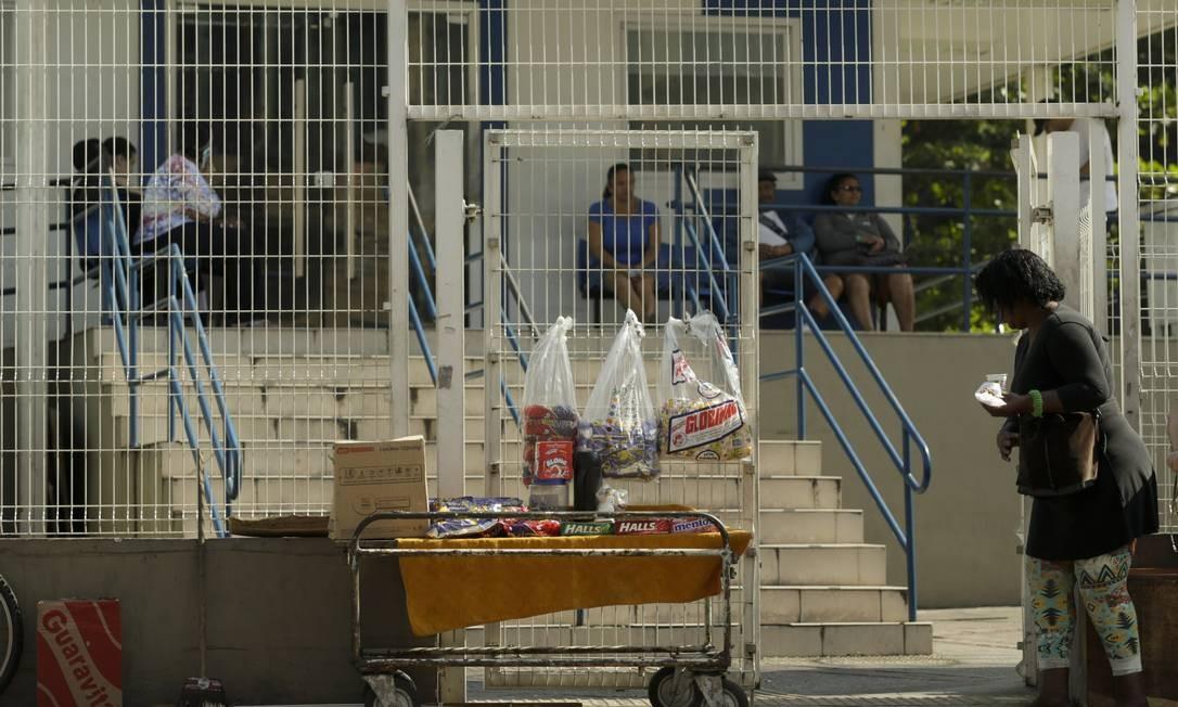 Pacientes reclamam do atendimento nos postos de saúde da prefeitura Foto: Gabriel de Paiva / Agência O Globo
