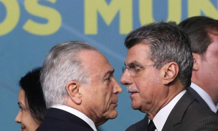 O presidente Michel Temer e o líder do governo do Senado, Romero Jucá Foto: Ailton de Freitas / Agência O Globo