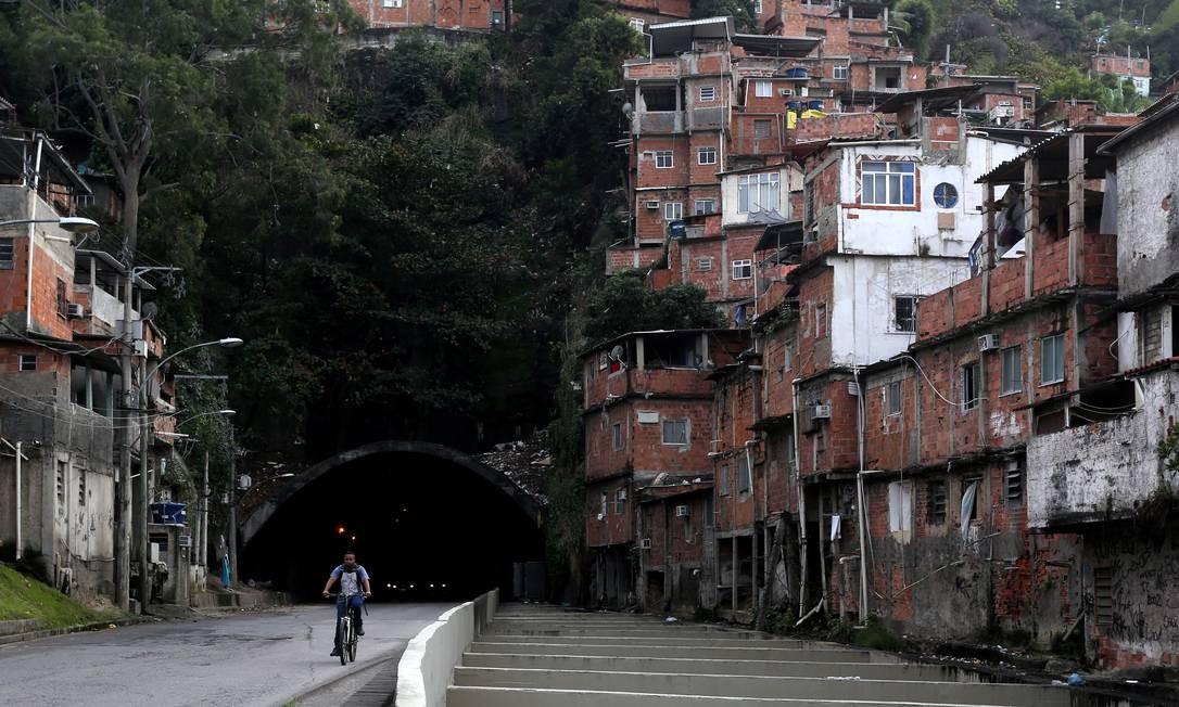 Túnel Noel Rosa, em Vila Isabel é considerado o mais perigoso pelos constantes assaltos. Foi inaugurado em 1973 Custódio Coimbra / Agência O Globo